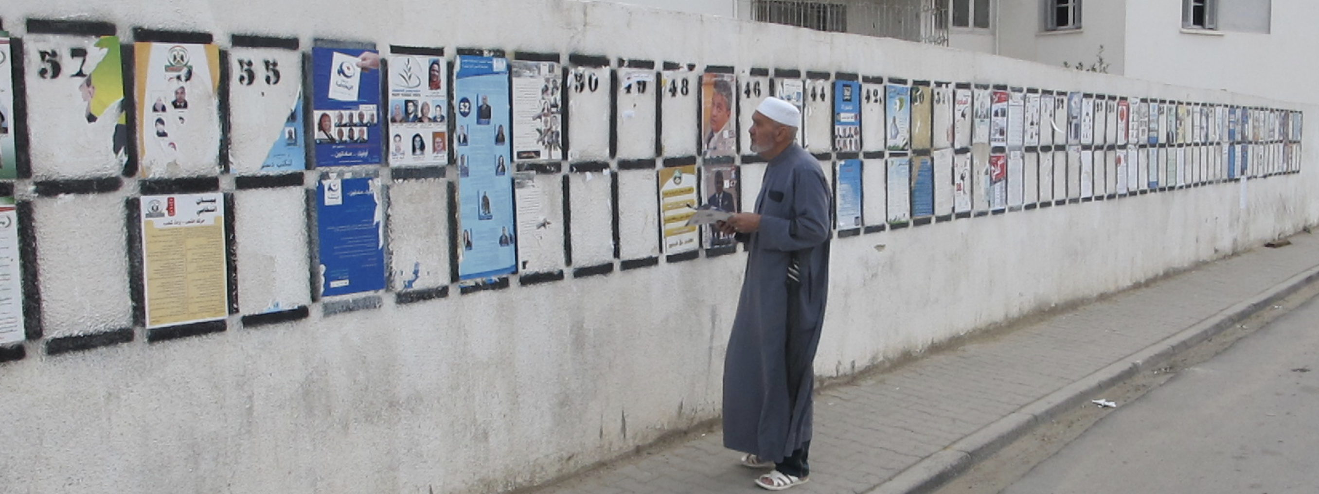 A voter checks electoral lists before assembly elections in Tunisia. UNDP/Noeman Al-Sayyad.